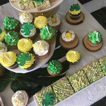 Monstera Cupcakes