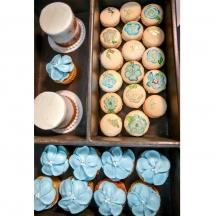 Mini Cakes, Cupcakes, and Macarons