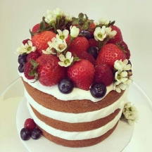Naked Cake with Berries 1