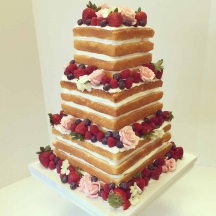 Naked Cake with Berries 2