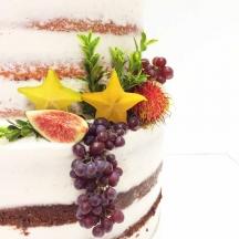 Semi-Naked Cake with Fruits
